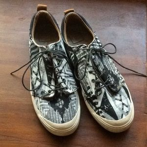 Black and white pattern Reef sneakers